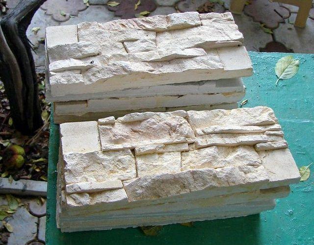 Полученные гипсовые плитки – почти неотличимы он настоящих каменных