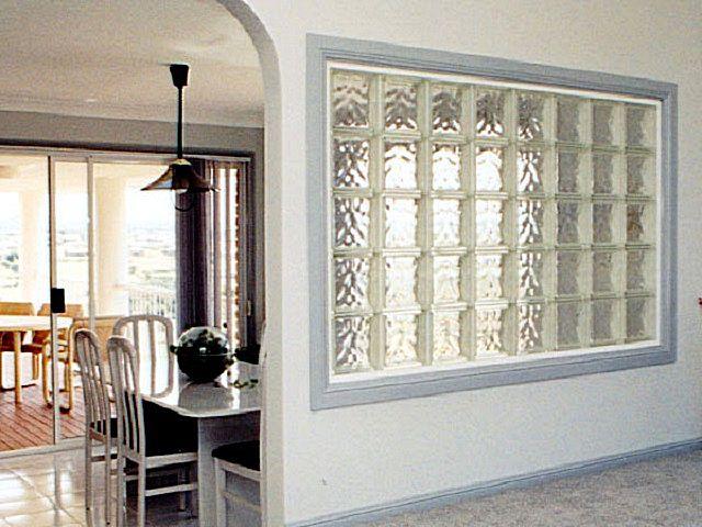 Стеклоблоки могут заменить демонтированное окно между балконом и комнатой