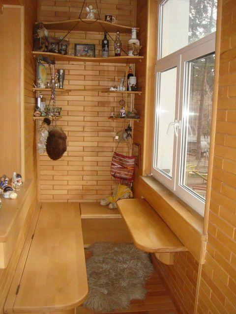 Отделка балкона в стиле простейшего «охотничьего домика»
