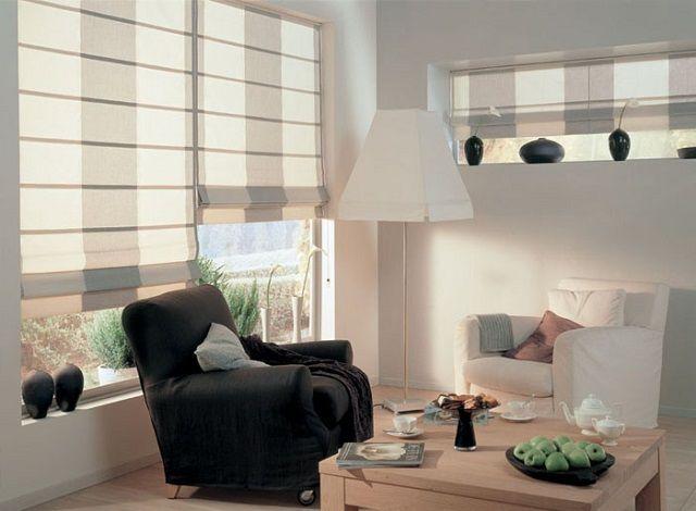 Очень выигрышно смотрятся на окнах складчатые римские шторы