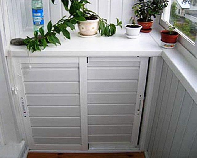Если на шкафу есть дверцы, то предпочтительнее для них будет светлая дощатая обшивка