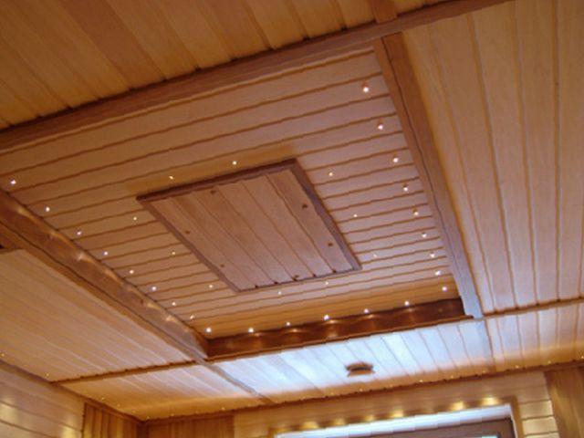 Обшить потолок вагонкой можно и красиво