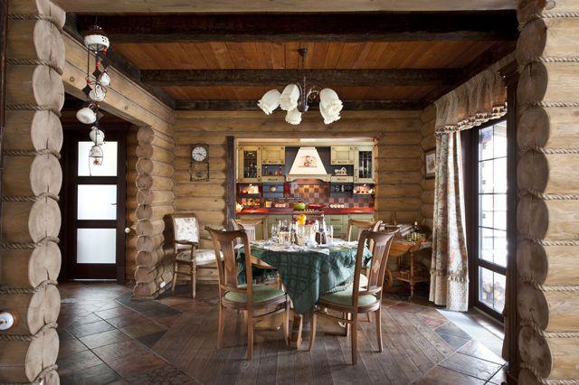 Керамическая плитка отлично уживается в деревянных домах