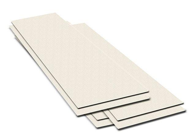 Два слоя панели склеены со смещением, и в результате по краям создается монтажная фальцевав кромка, для стыковки соседних элементов пола
