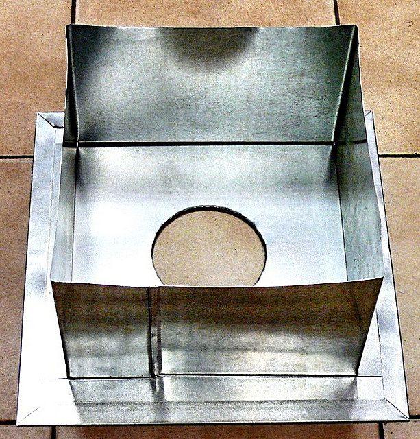 Такой проходной короб для трубы печки-каменки можно приобрести в магазине или заказать жестянщику