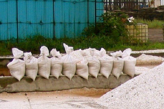 Отходы «благородного» камня перемалываются в крошку – им найдется хорошее применение