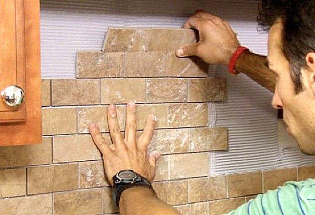 Укладка жестких плиток «под кирпич» — более сложная, по сравнению с гибким вариантом