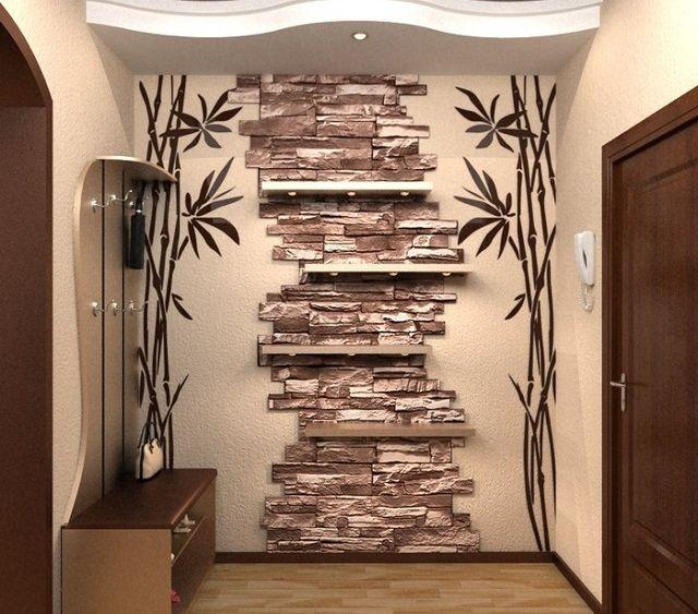 Оригинальная вставка из искусственного камня на входе в квартиру