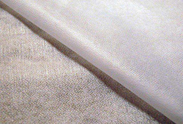 Флизелин – прямой «родственник» бумаги: те же целлюлозные волокна, но обработанные иным способом