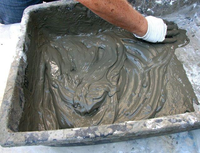 Цементная штукатурка после застывания отличается повышенной прочностью
