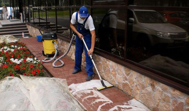 Очистка брусчатки моющим пылесосом