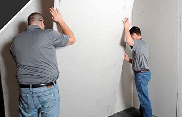 Существует несколько технологий бескаркасного крепления гипсокартона к стене