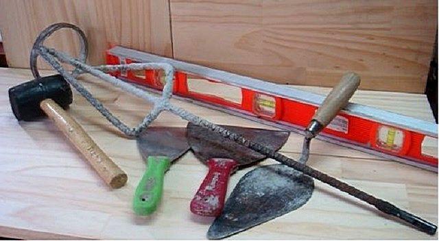 Простейший набор инструментов для бескаркасного крепления гипсокартона на стену