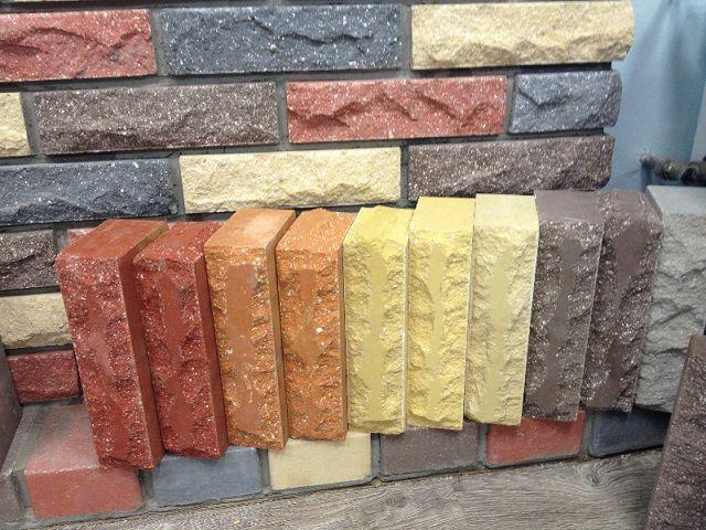 Гиперпрессованные кирпичи хорошо подойдут для цокольной части фасада