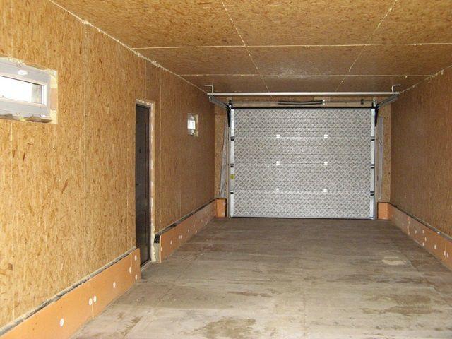 Отличным материалом для обшивки стен в гараже могут стать листы ОСП