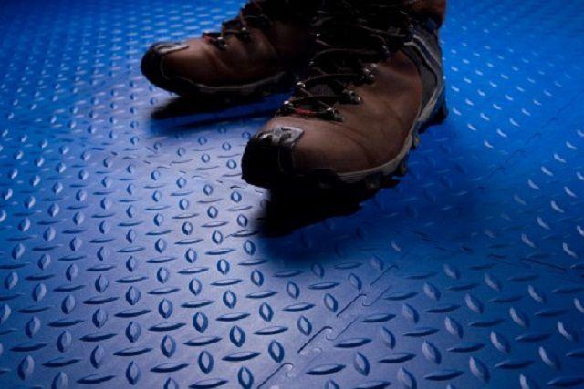 Такое покрытие не даст поскользнуться даже на влажном полу