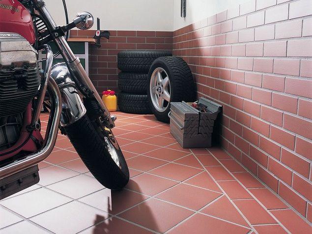 Идеальный варан для гаража – пол и стены отделаны качественной клинкерной плиткой