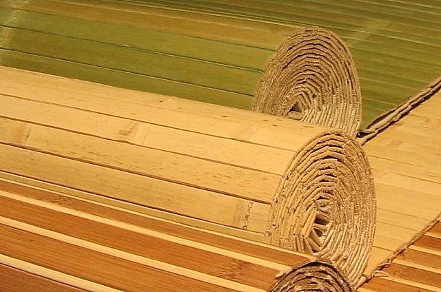 Бамбуковыеобои представляют собой некое подобие циновок, с матерчатым или бумажным основанием или даже без него.