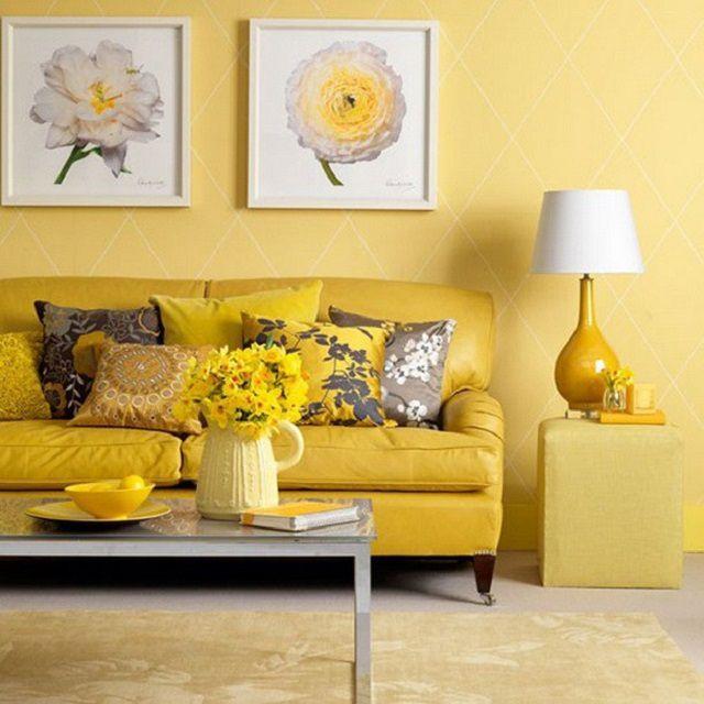 Слишком яркий желтый цвет отделки гостиной способен вызвать негативную реакцию