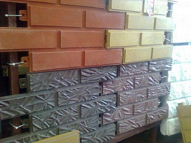 Можно приобрести крупноформатные цокольные плиты с имитацией камня или кирпича – с ними работать еще проще