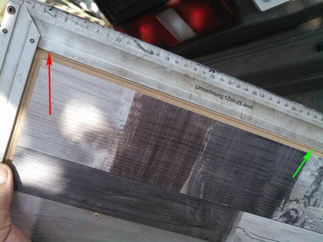 В месте зеленой стрелки – полное прилегание, а в месте красной — уже просвет около полмиллиметра.Иэто всего лишь на 40 см длины!