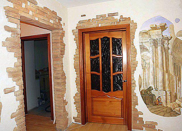 Не совсем обычная отделка клинкерной плиткой периметров дверных проемов
