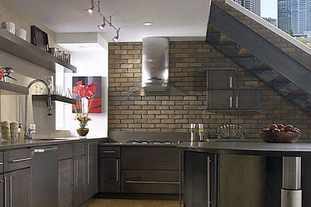 Выполненная однажды отделка клинкерной плиткой способна служить сколь угодно долго, не теряя своих декоративных достоинств