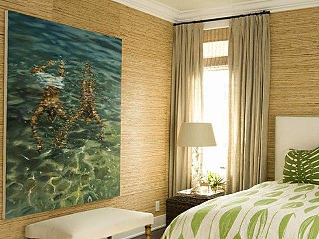 Очень удачное оформление комнаты бамбуковыми и фотообоями – отделка всегда будет напоминать о теплом лете
