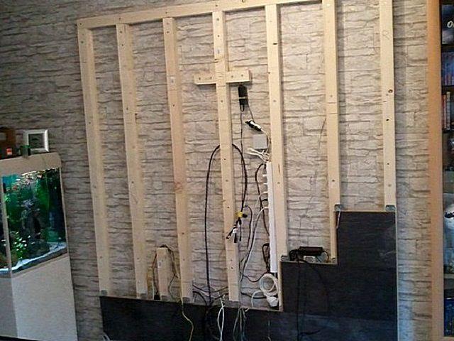 Панели устанавливаются в форме панно, которое скроет имеющийся коммуникационный узел