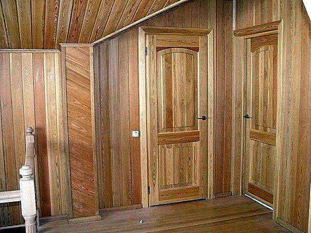 Одна из наиболее распространенных и популярных разновидностей стеновых панелей из натуральной древесины – знакомая всем вагонка