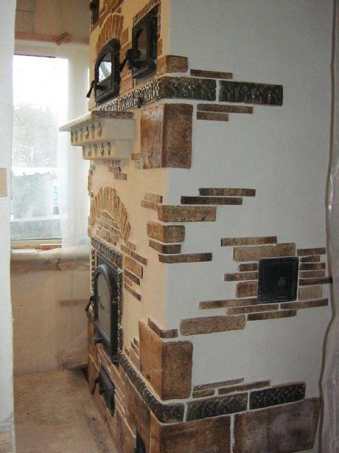 По замыслу мастера, печь отделывается по комбинированной технологии – применяются оштукатуривание и облицовка терракотовой плиткой