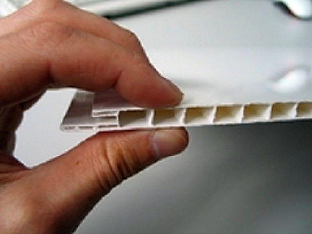 Качественная панель при сжатии ее пальцами не должна проминаться, а внутренние ребра жесткости - деформироваться