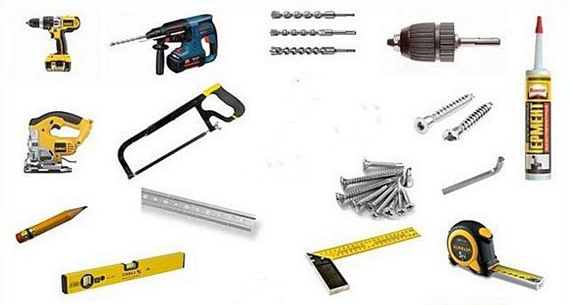 Набор инструментов может варьироваться в зависимости от конкретных условий и выбранной технологии монтажа панелей
