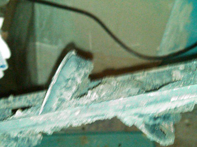 Кадр плохо сфокусированный, но все рано хорошо видно, какой жуткий слой нагара насел на лепестках турбулизаторов