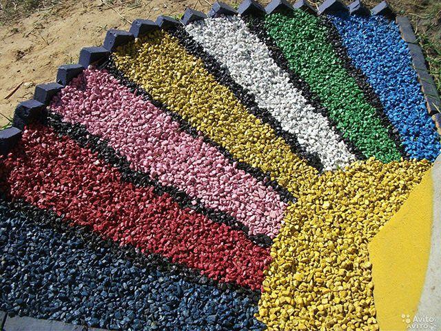 Для людей с богатым воображением и реализации дизайнерских безумств специально изготавливается цветной декоративный щебень