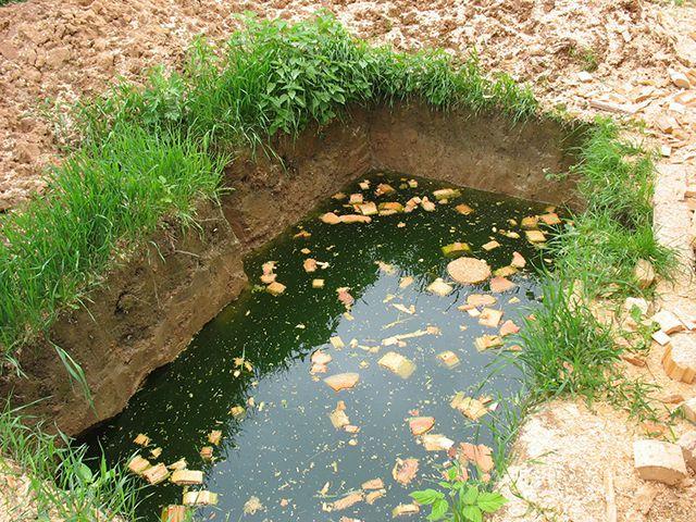 Наличие тяжелых глинистых почв часто связано с высоким уровнем грунтовых вод. Но это вполне «излечимо» дренажем