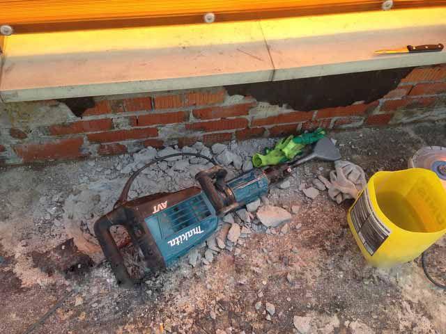 Демонтаж бетонных отмосток не входит в ТОП-10 самых приятных строительных процессов