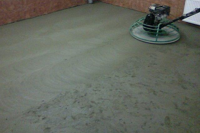 Упрочнение бетонной стяжки – это залог ее сохранности на максимально долгий срок