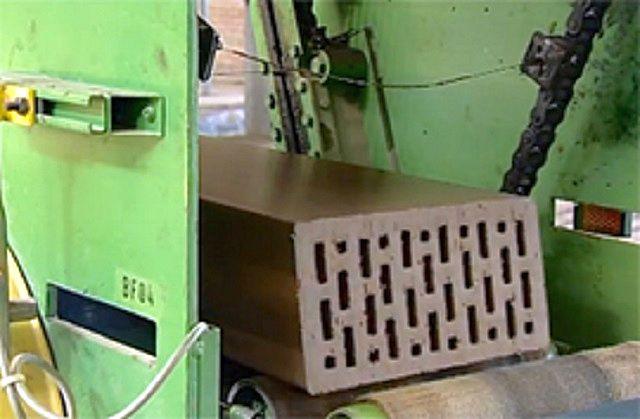 Сформованная продавливанием через сопло экструдера «лента» с четкими геометрическими размерами