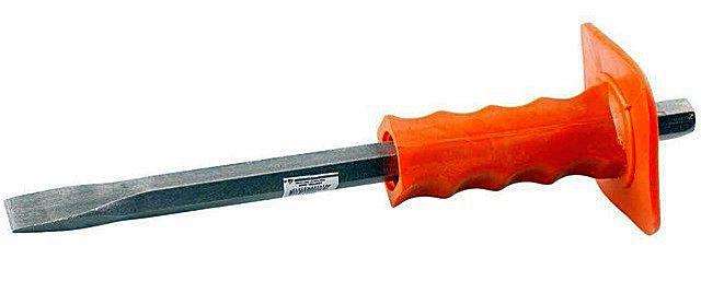 Нехитрый, но очень полезных в домашнем хозяйстве инструмент – зубило с защищающих кисть руки пластиковым щитком