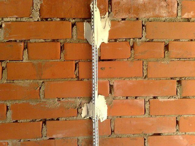 Для выведения поверхности стены идеально в заданную плоскость, применяется система маяков