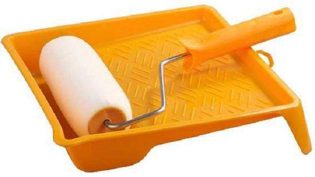 Некоторые виды старой отделки для снятия требуют обильного увлажнения. В ход может пойти валик с густым ворсом или с поролоновой насадкой