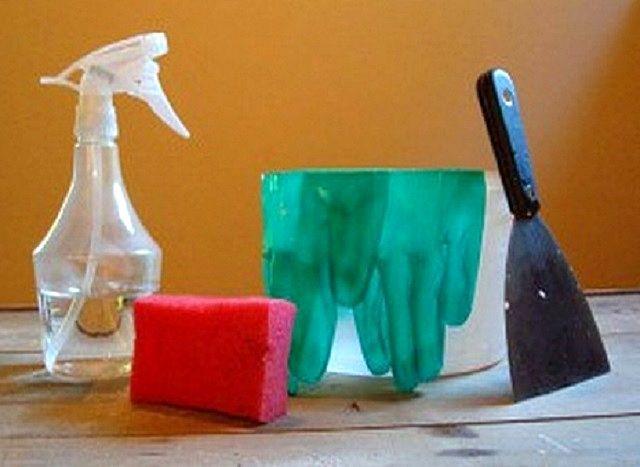 Простейший набор инструментов для снятия старых обоев