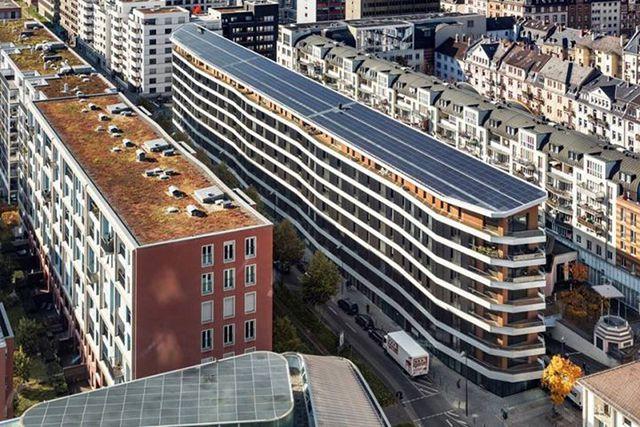 Жители этого дома во Франкфурте на Майне получают энергию на отопление, ГВС, электроэнергию для бытовых нужд от Солнца