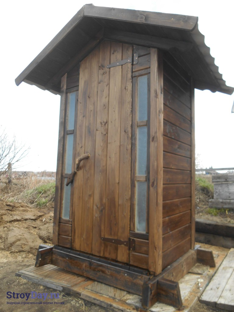 Готовый дачный туалет - фото