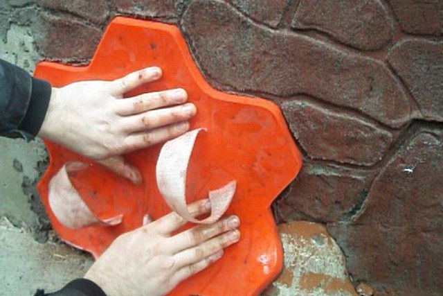 Один из примеров формы-штампа для формирования рельефа каменной кладки