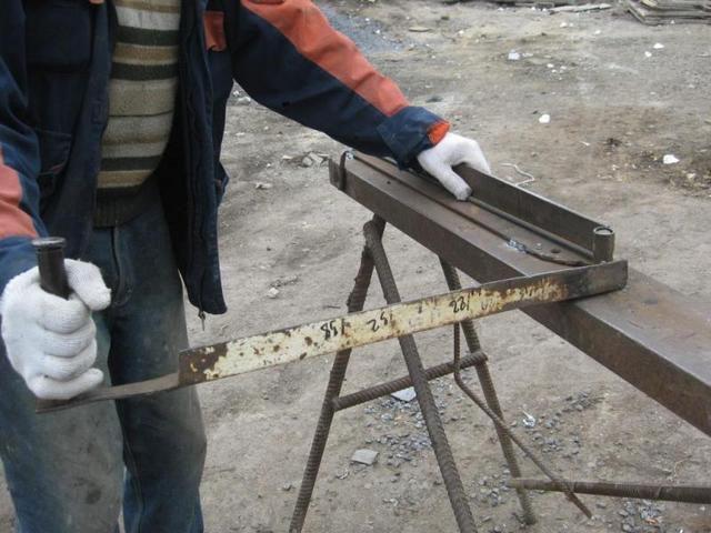 Хорошему мастеру собрать такое или подобное ему устройство для гибки арматуры – не составит большого труда