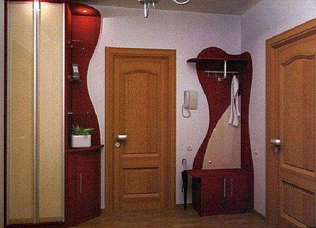 Прямоугольная или квадратная прихожая-«коробочка» — это широкие возможности по выбору отделки и мебели