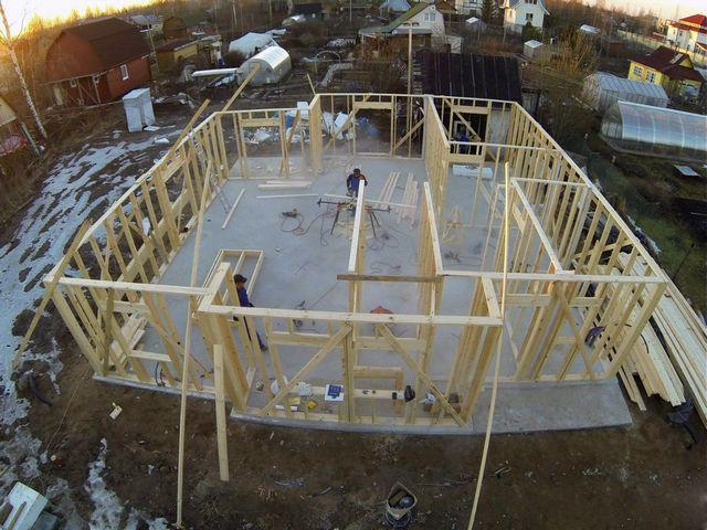 УШП – отличное решение для каркасного жилого строительства, так как такие дома на обычном фундаменте не обладают необходимой теплоёмкостью.