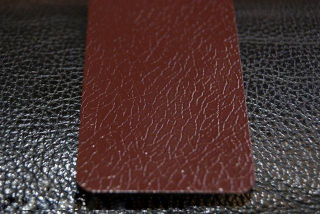 Покрытия из пластизола при ближайшем рассотрении напоминает текстуру кожи